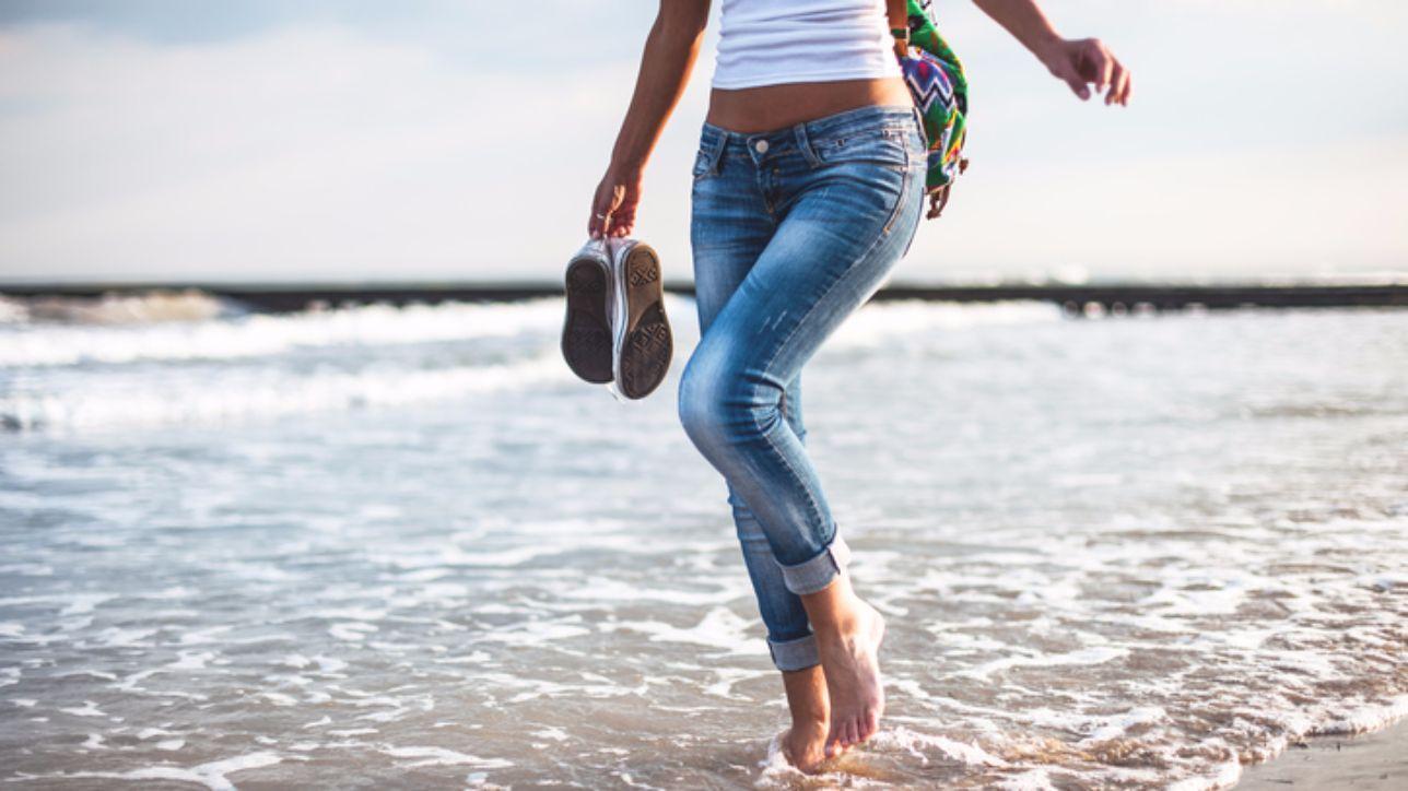Sognare Di Camminare Scalzi via le scarpe! in estate è il momento di camminare a piedi
