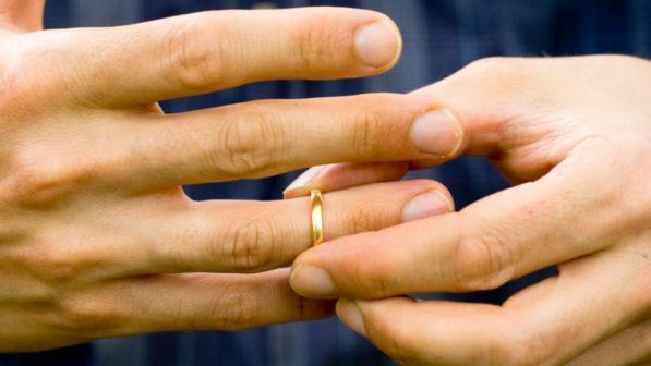 Busta Matrimonio Toscana : Sposo scappa con i soldi delle buste il matrimonio finisce in rissa