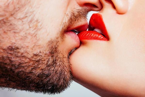 Come ottenere una ragazza a baciarti quando non stai uscendo con lei