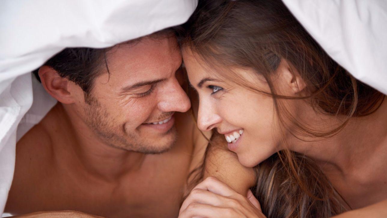 """Problemi sotto le lenzuola? La """"terapia della luce"""" accende il desiderio sessuale negli uomini"""