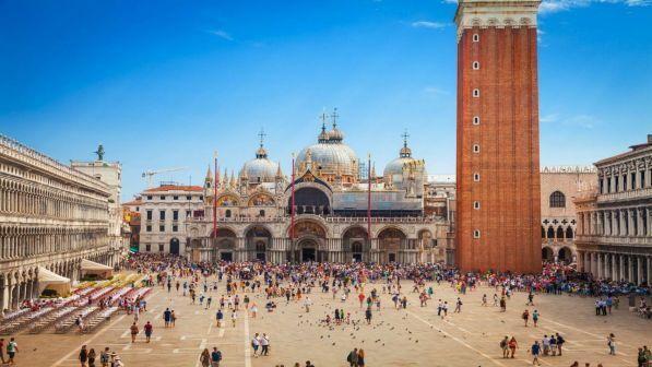 Gli italiani riscoprono settembre per le vacanze: record di viaggi nel Belpaese