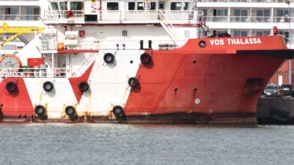 nave italiana soccorre 66 migranti in mare, viminale: ha anticipato i libici, niente attracco - tgcom24