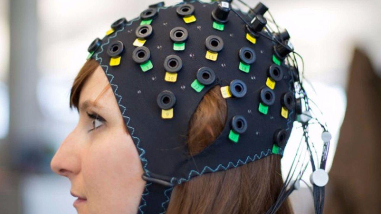 Pazienti paralizzati comunicano grazie a una cuffia che legge il pensiero