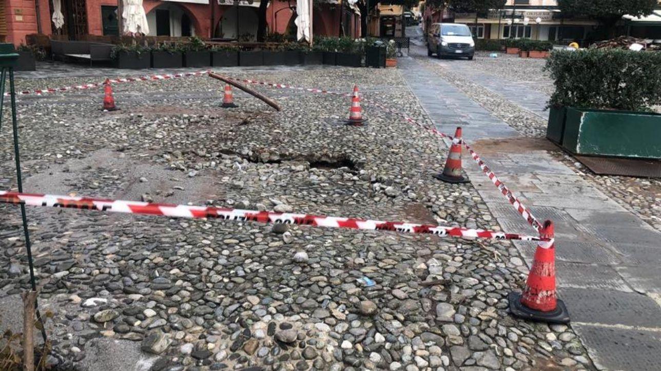 Mal tiempo, viernes alerta naranja en Emilia Romagna   Daños a la plaza de Portofino