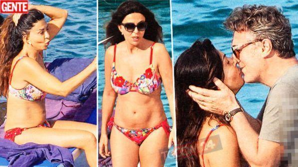 Sabrina Ferilli, sexy bikini e baci hot a Flavio Cattaneo