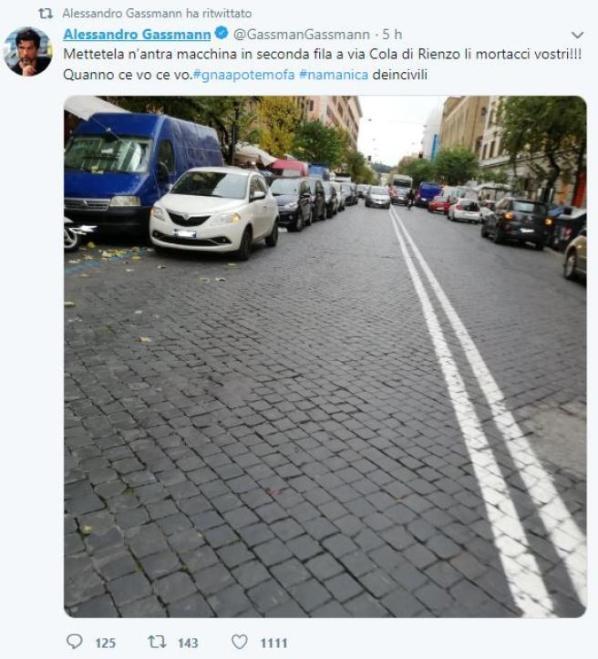 Alessandro Gassmann contro le auto in doppia fila