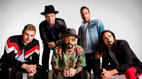 Backstreet Boys, crolla struttura prima di un concerto: 14 feriti