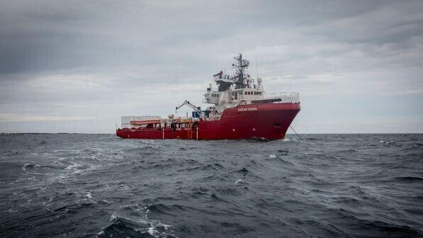 Migranti, la nave Ocean Viking con 356 persone a bordo si avvicina a Lampedusa.