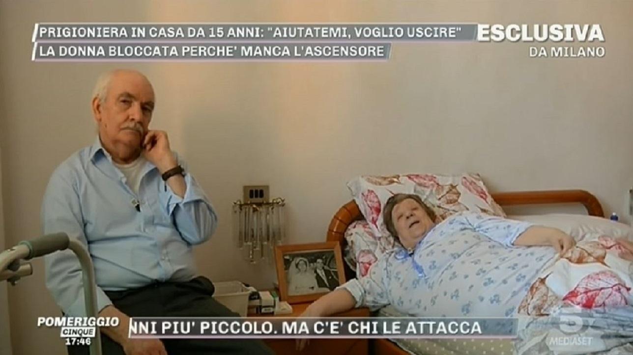 """Milano, prigioniera in casa da 15 anni perché senza ascensore: l'aiuto arriva da """"Pomeriggio Cinque"""""""