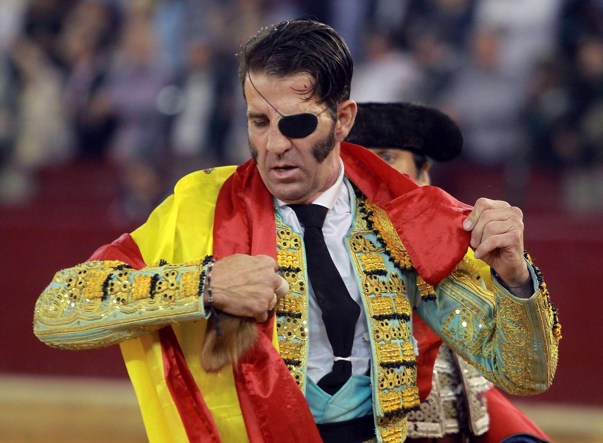 Spagna, torero senza occhio incornato... nello stesso occhio