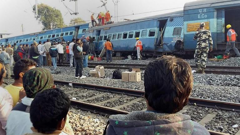 India, disastro ferroviario nel sud: 32 passeggeri morti