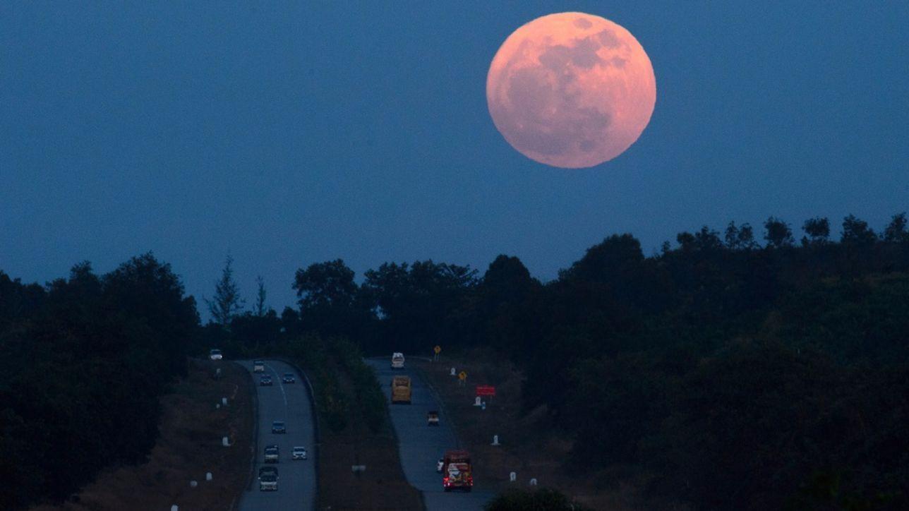 Arriva la superluna: le prime immagini da Oriente