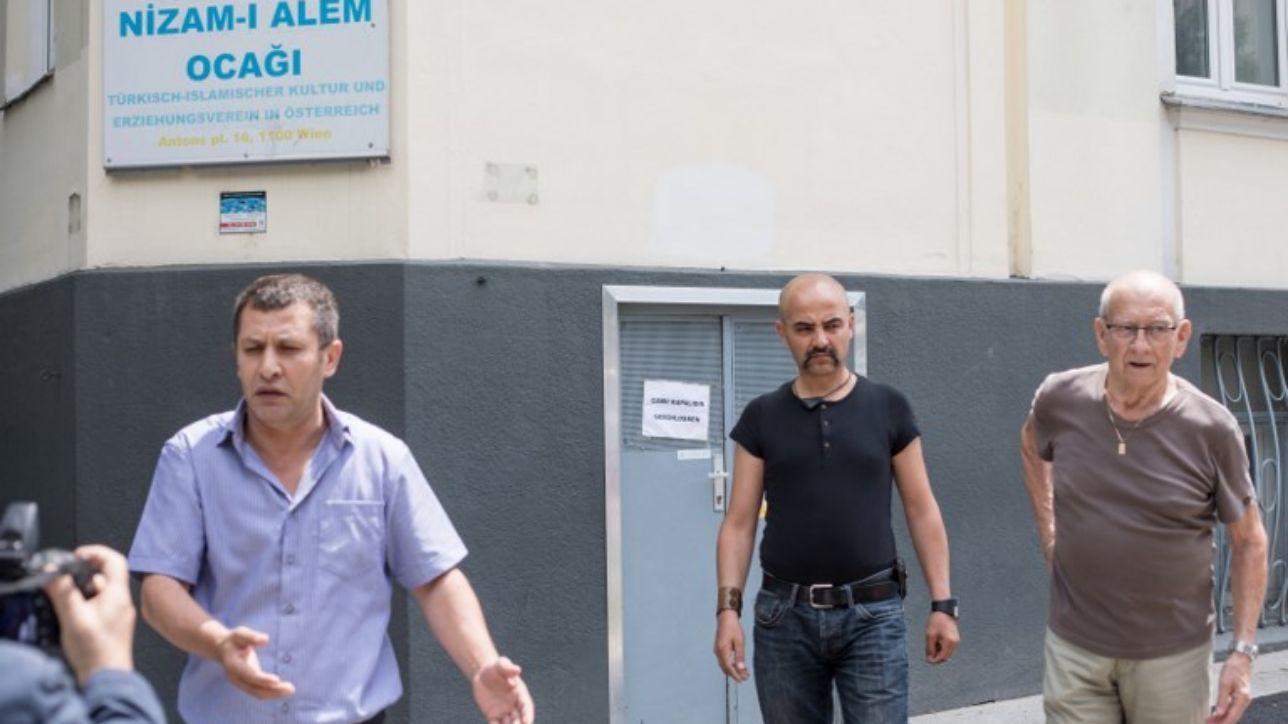 Vienna, chiuse 7 moschee: annunci agli ingressi