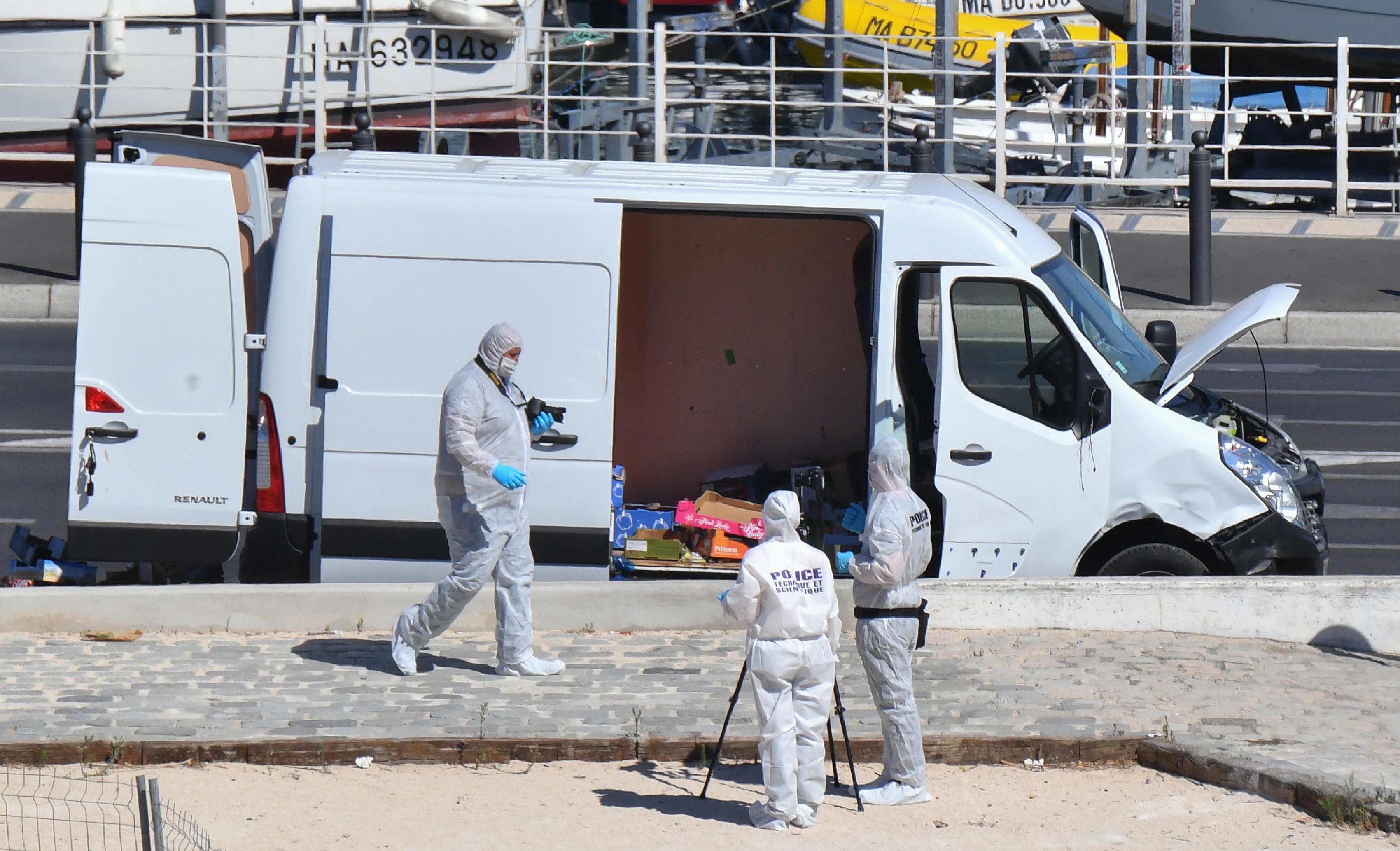 Marsiglia, van contro due fermate dell'autobus: una vittima