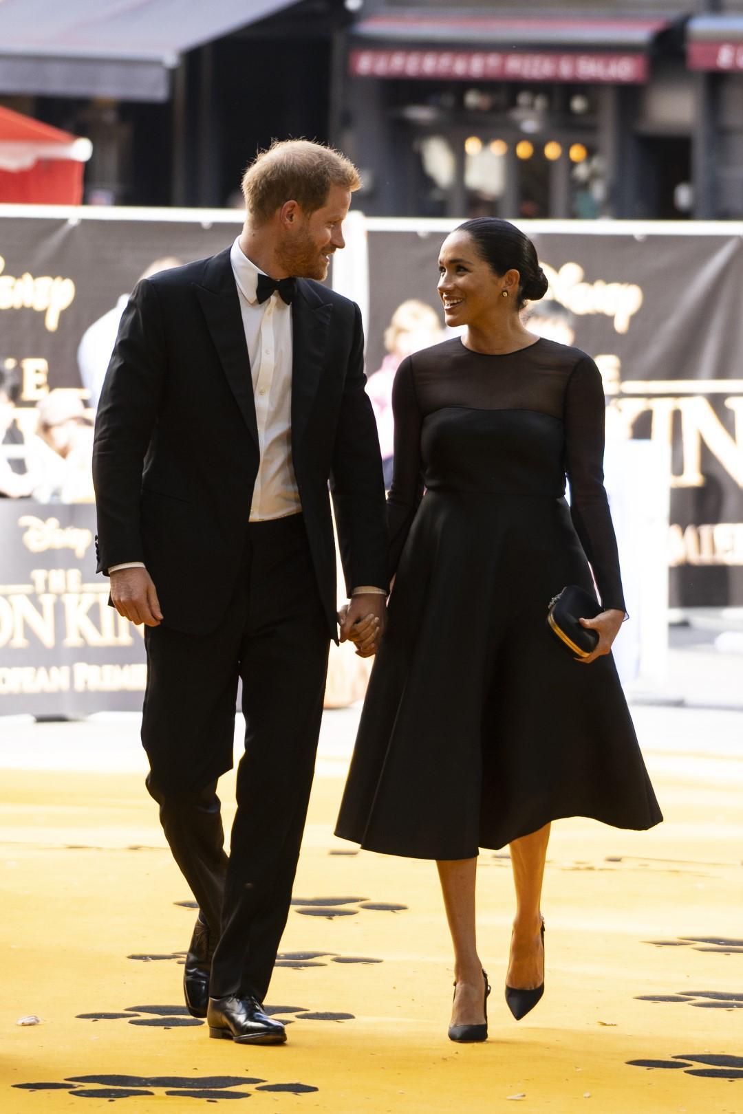 Elogio dell'abito nero: perché sta bene a tutte e semplifica la vita