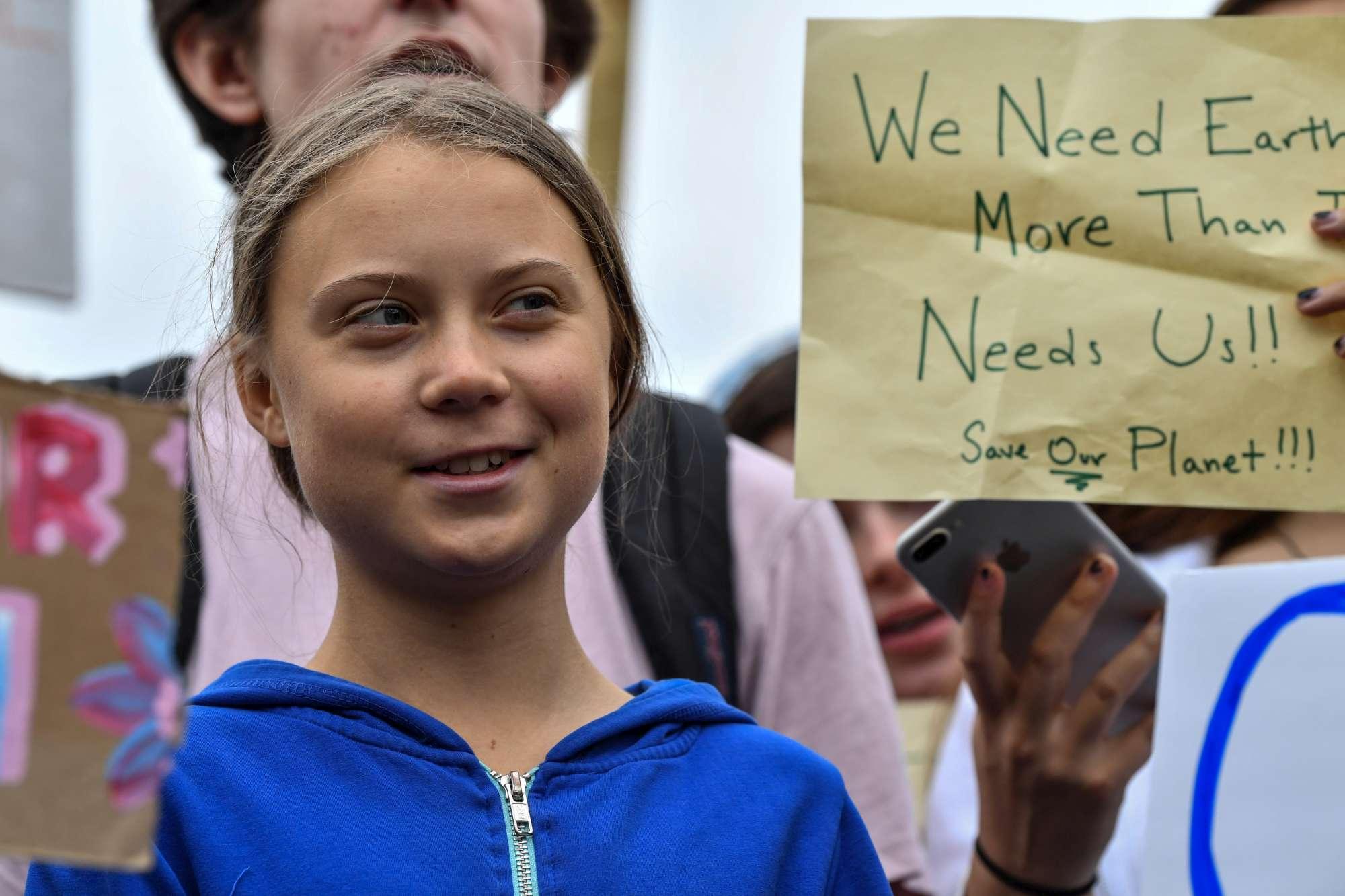 Greta Thunberg, sit-in per il clima davanti alla Casa Bianca: simulata un estinzione di massa