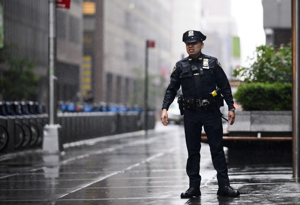 New York, elicottero contro grattacielo: almeno un morto