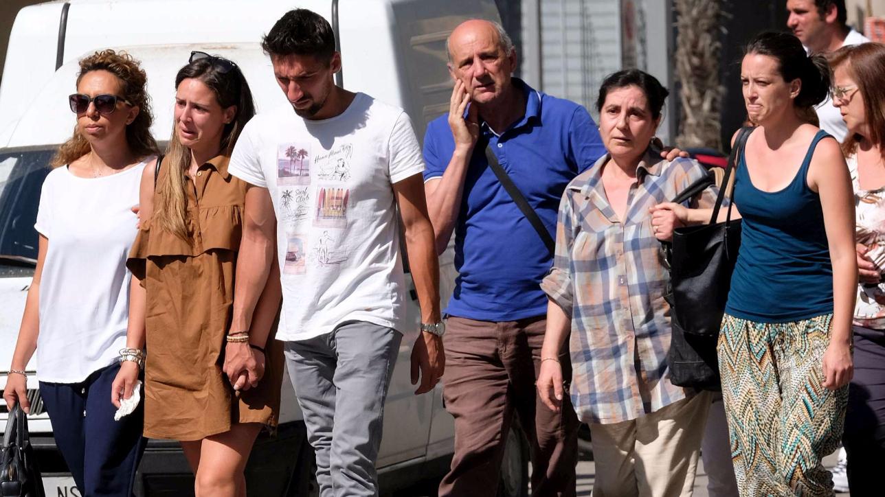 Scontro treni in Puglia, il dolore dei parenti chiamati a riconoscere le vittime