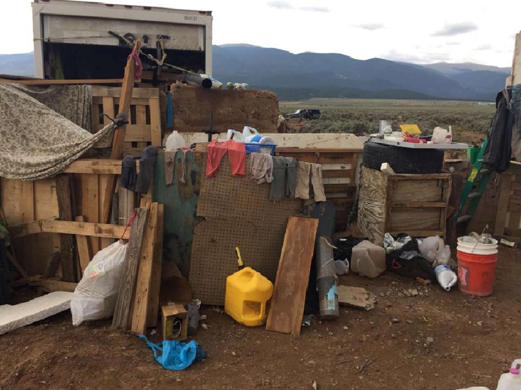 Salvati 11 bimbi prigionieri in New Mexico, la casa-lager