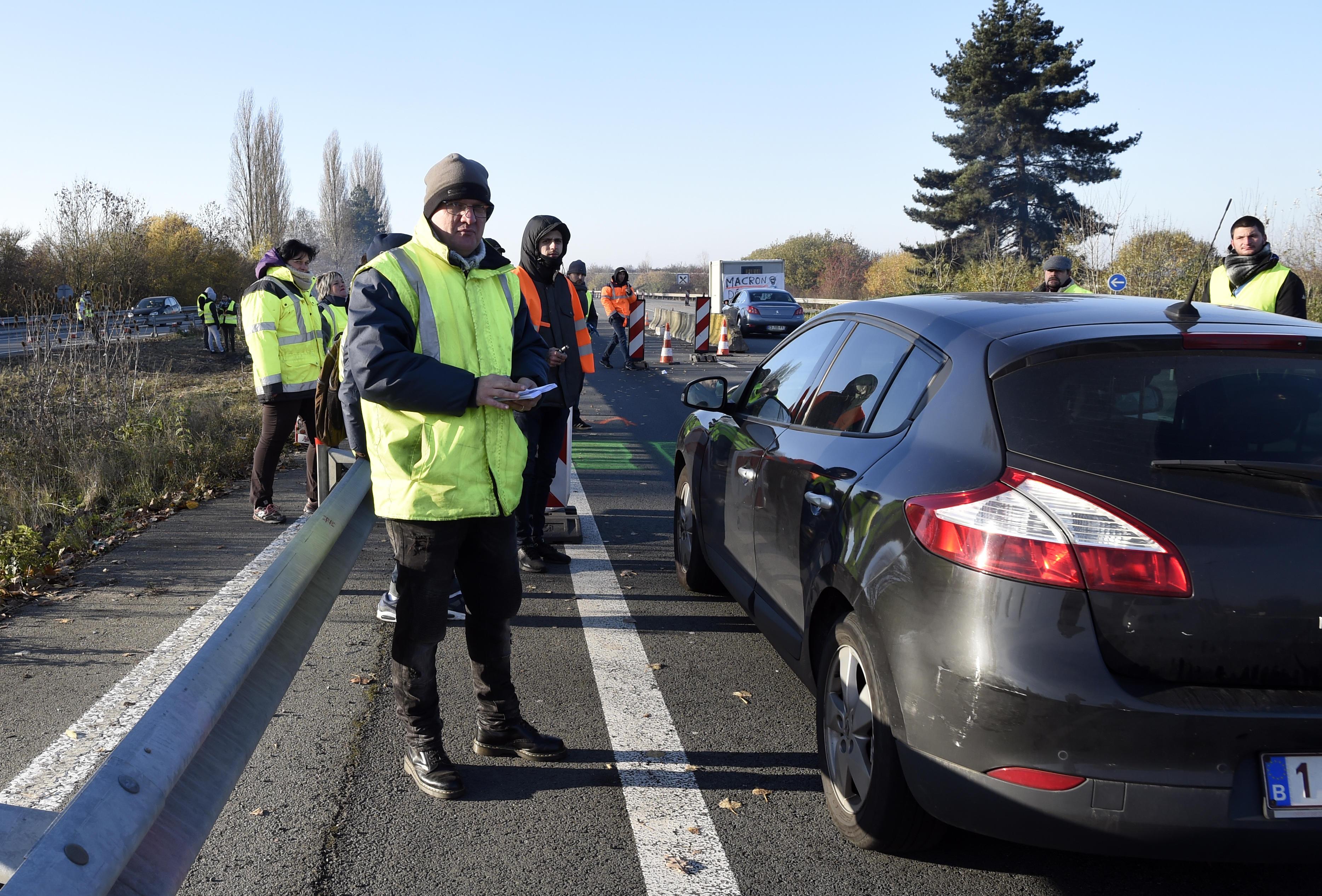 Francia, secondo giorno di proteste per i gilet gialli