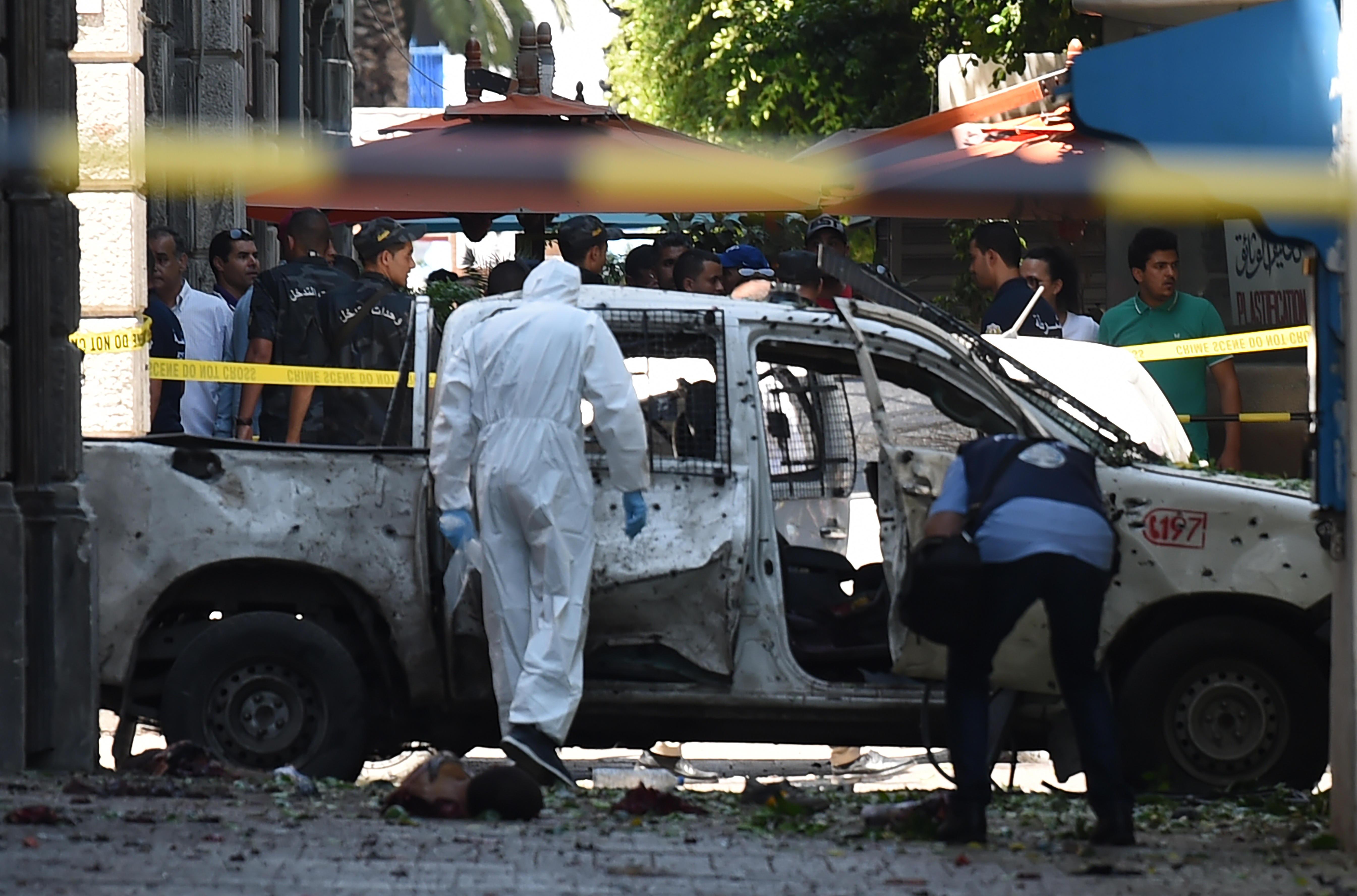 Tunisi, due attentati suicidi contro la polizia: un morto e diversi feriti