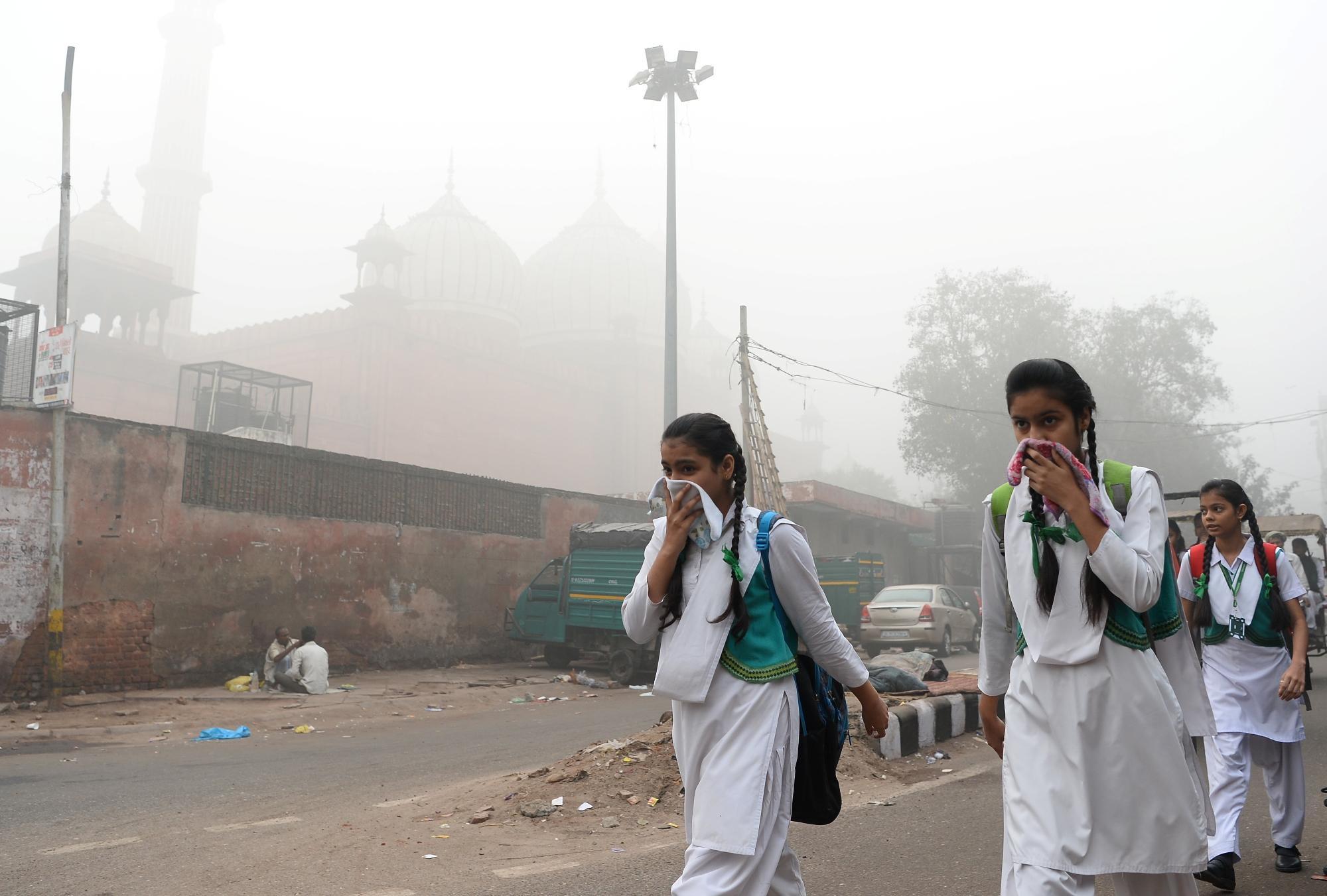 L India soffoca: a Nuova Delhi inquinamento 70 volte oltre la soglia di pericolo