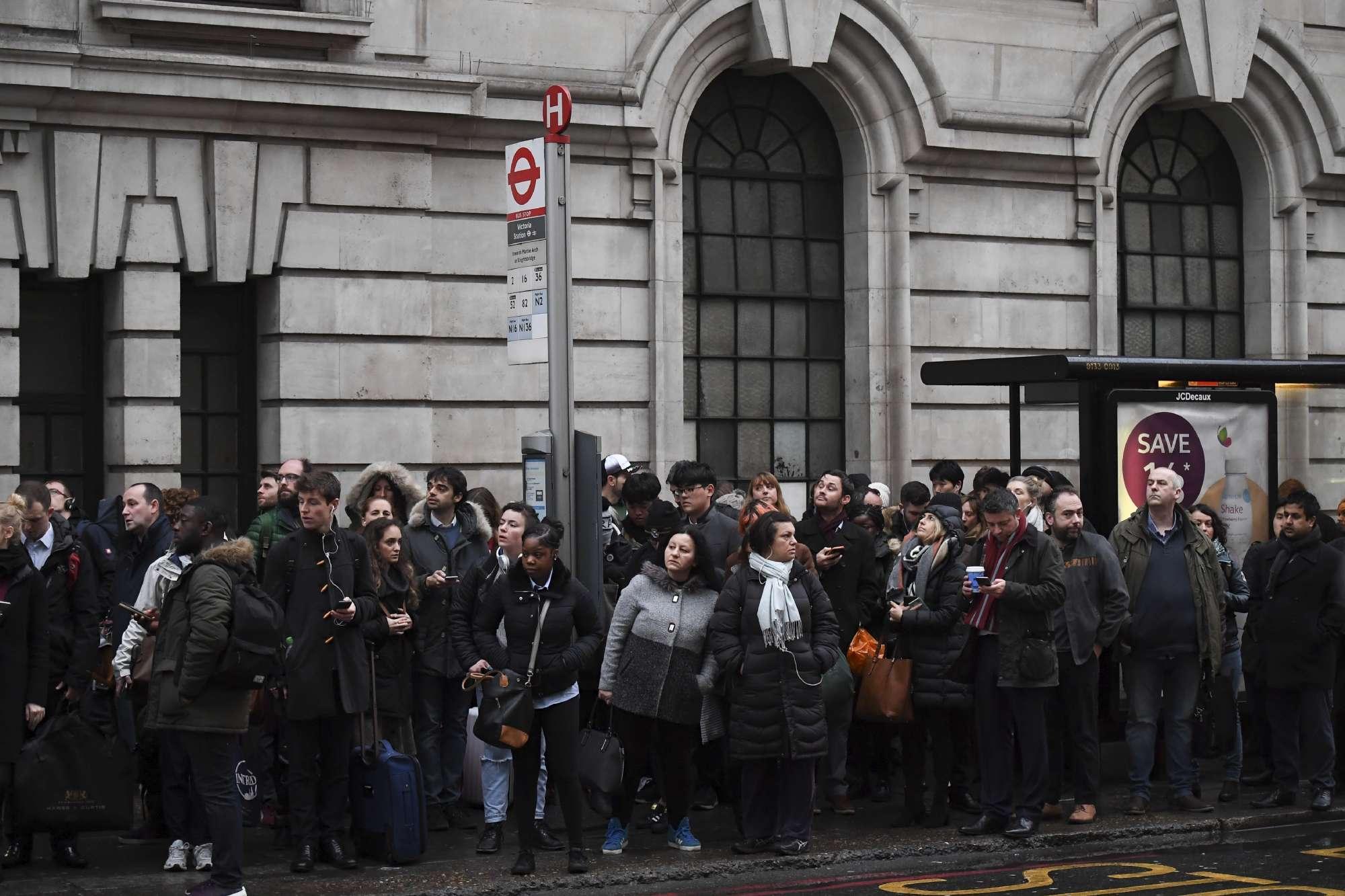 Londra, caos per lo sciopero della metro: in milioni a piedi