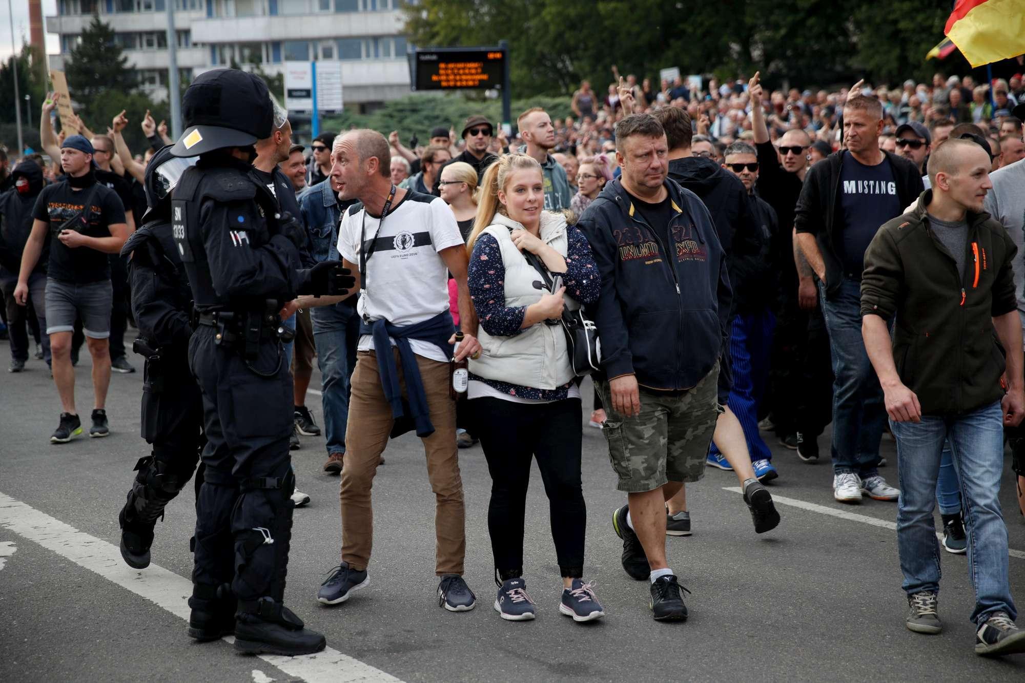 Germania, scontri tra neo-nazisti e militanti di sinistra: venti feriti