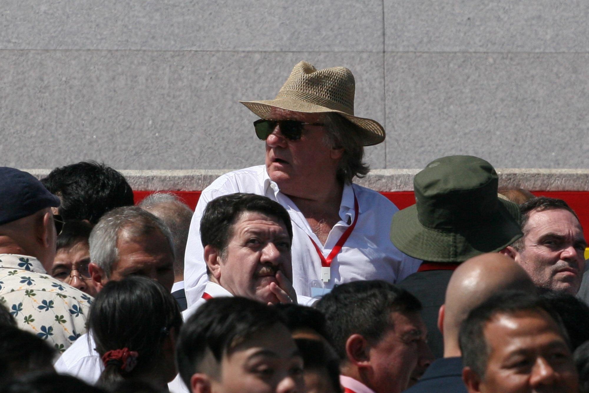 Gerard Depardieu alla parata militare per i 70 anni della Corea del Nord