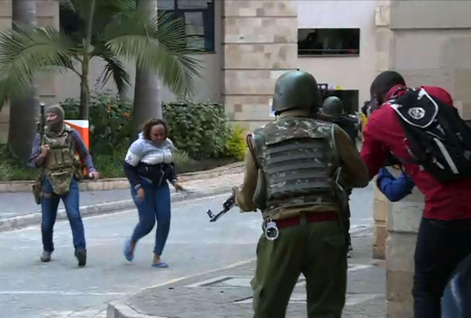 Kenya, hotel attaccato a Nairobi: ci sono morti, diversi ostaggi