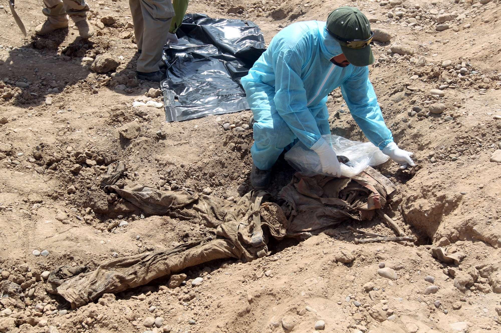 Iraq, trovate le fosse comuni dell Isis: 12mila cadaveri sepolti