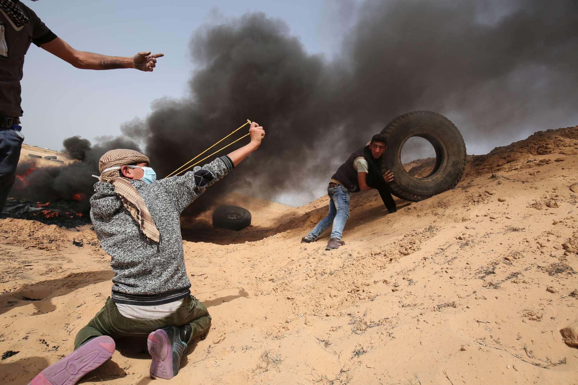 Ancora scontri nella Striscia di Gaza, centinaia i feriti