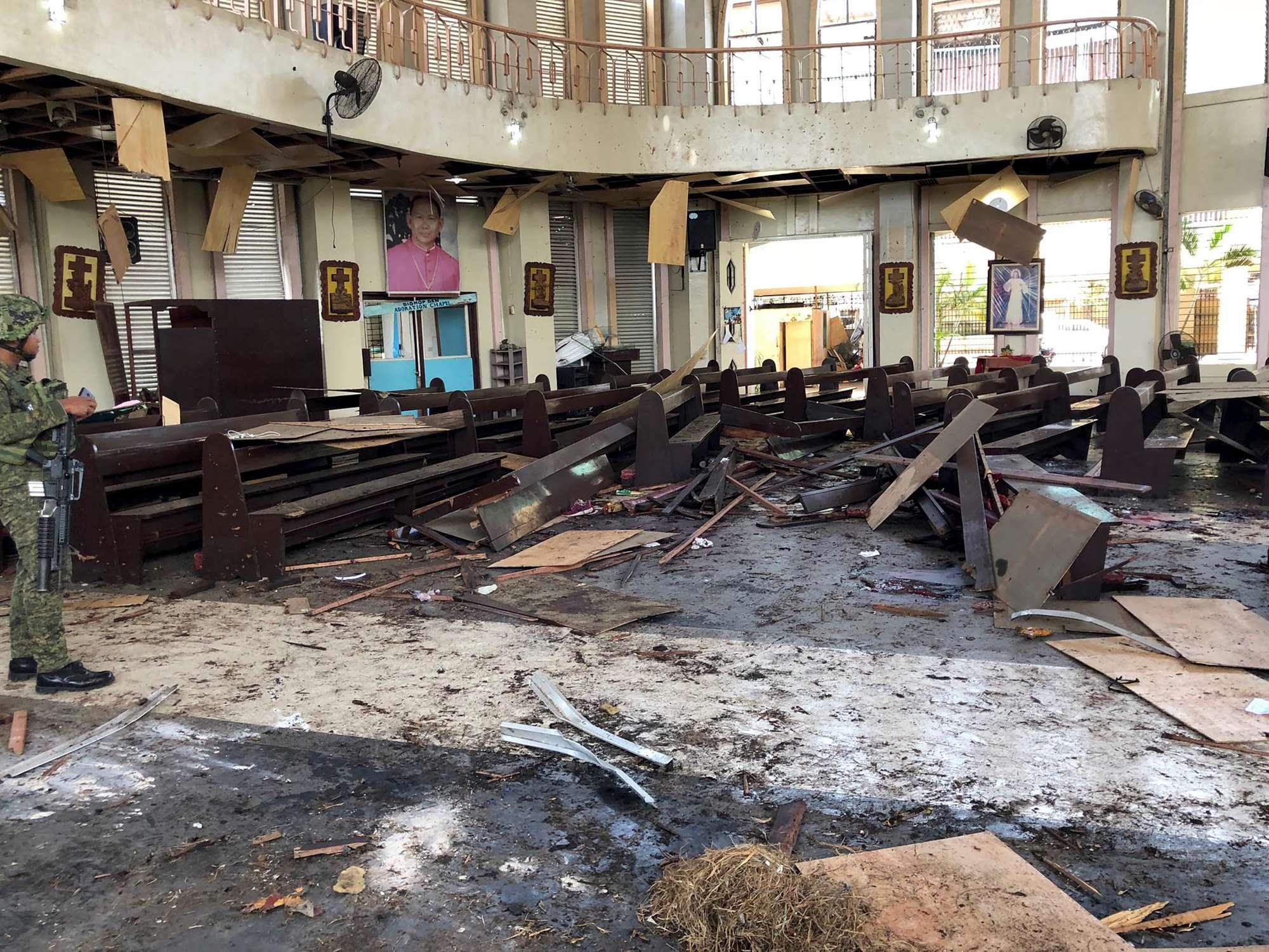 Filippine, sanguinoso attacco alla cattedrale di Jolo
