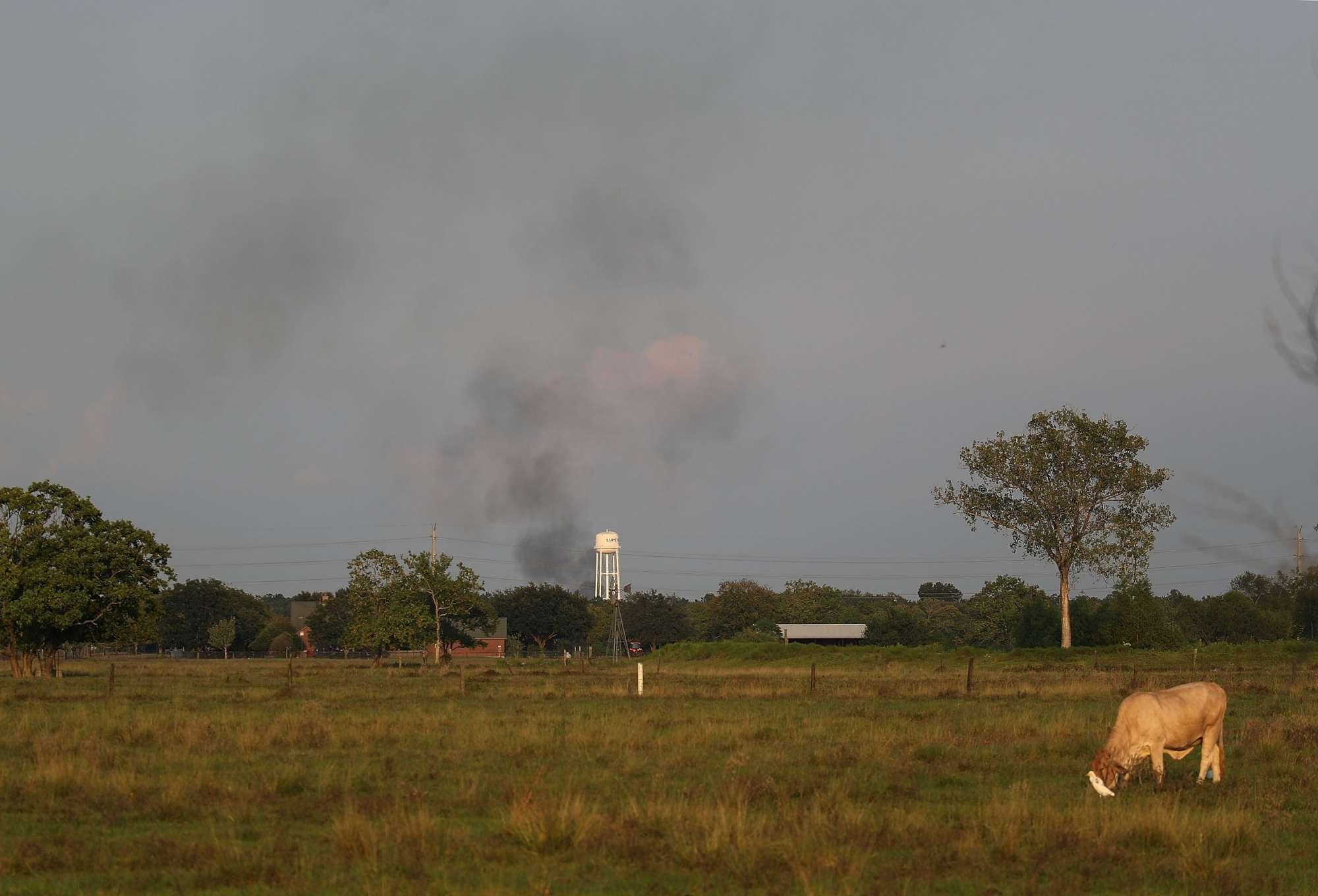 Harvey, fumo e fiamme in un impianto chimico in Texas