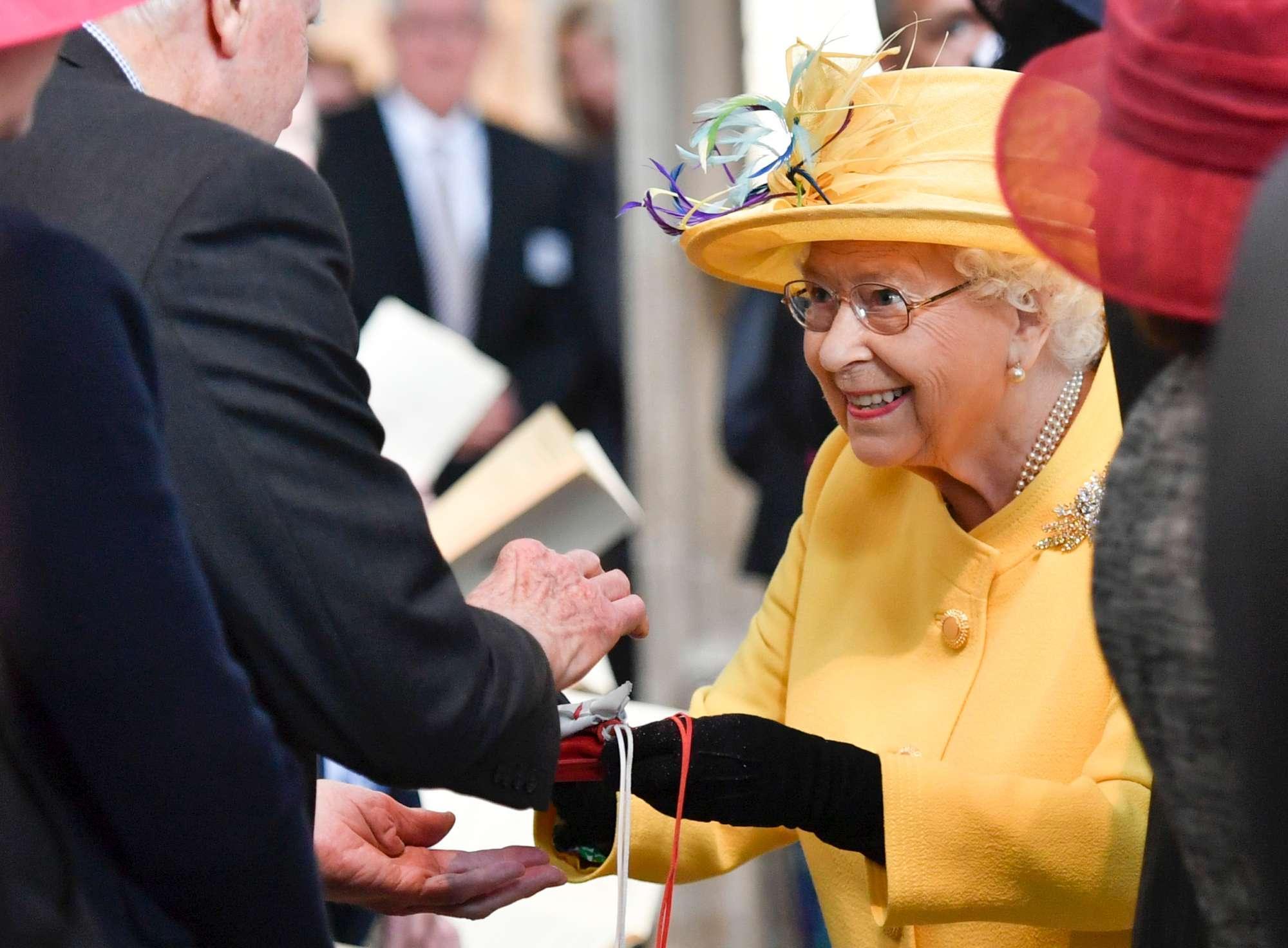 Gb, la regina Elisabetta torna in pubblico a tre giorni dal suo 93esimo compleanno