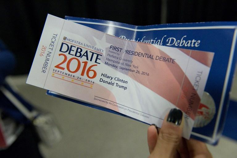 Usa 2016, sbagliato il nome della Clinton sul biglietto di ingresso al dibattito