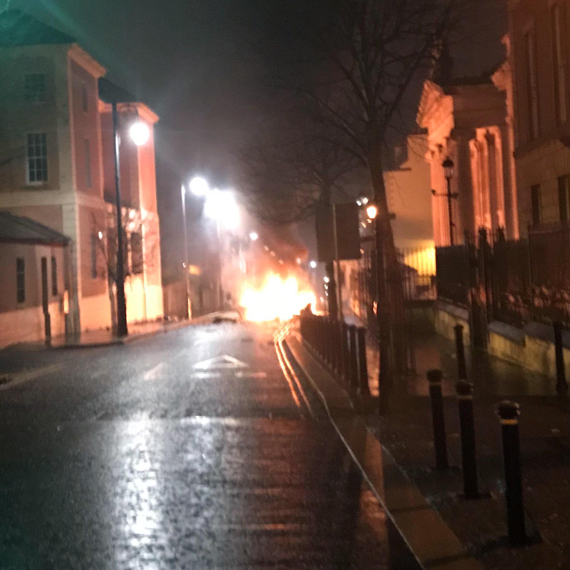 Irlanda del Nord, autobomba esplode a Londonderry