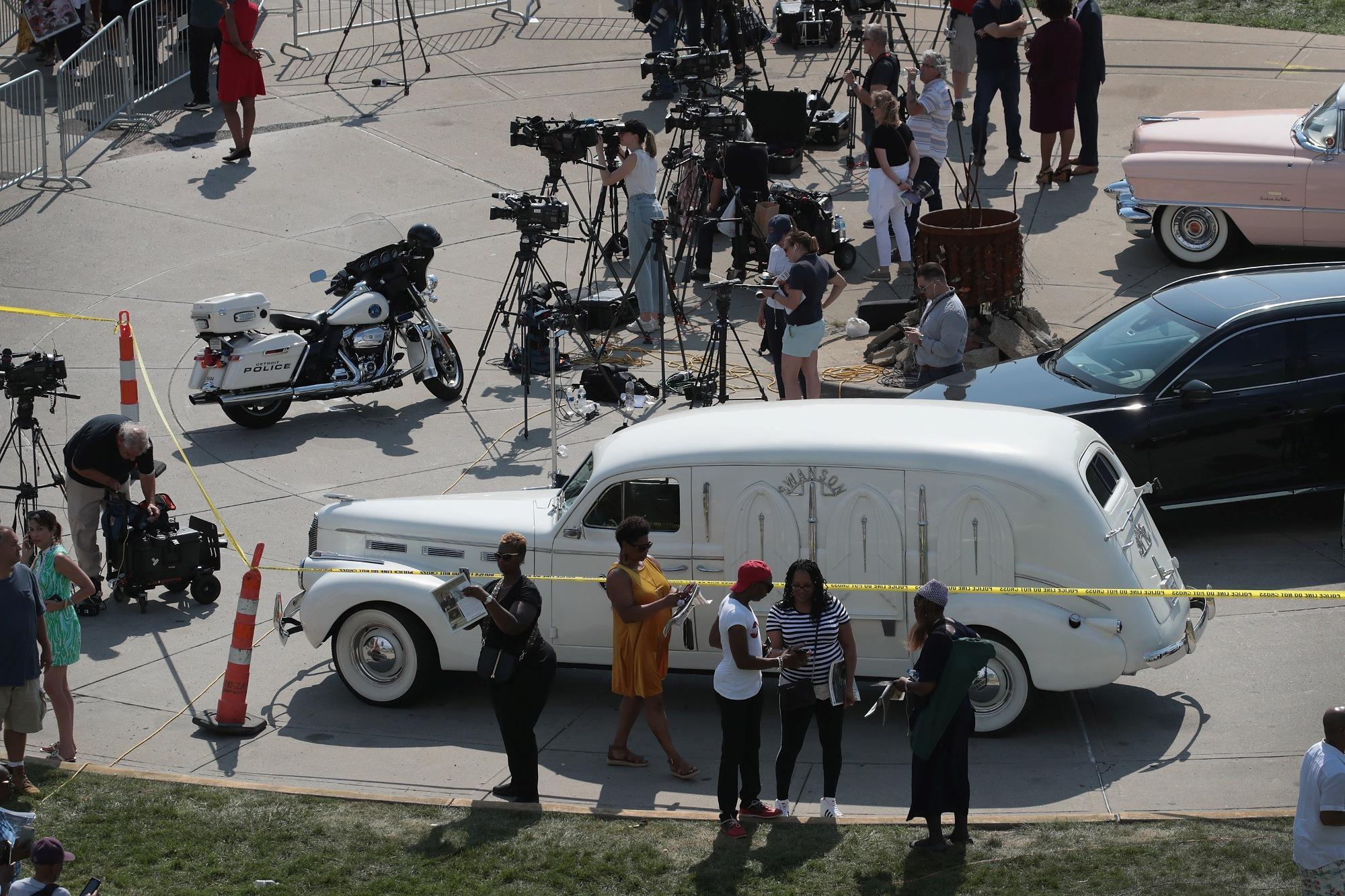Aretha Franklin, migliaia di persone alla camera ardente a Detroit