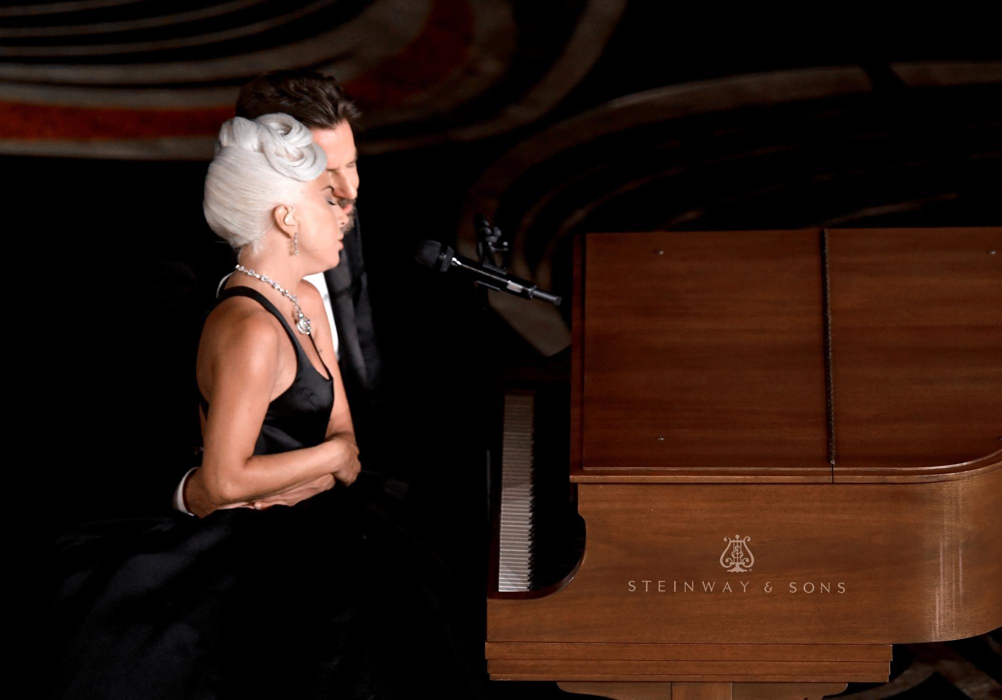 Oscar 2019, Lady Gaga e Bradley Cooper incantano con la loro intesa