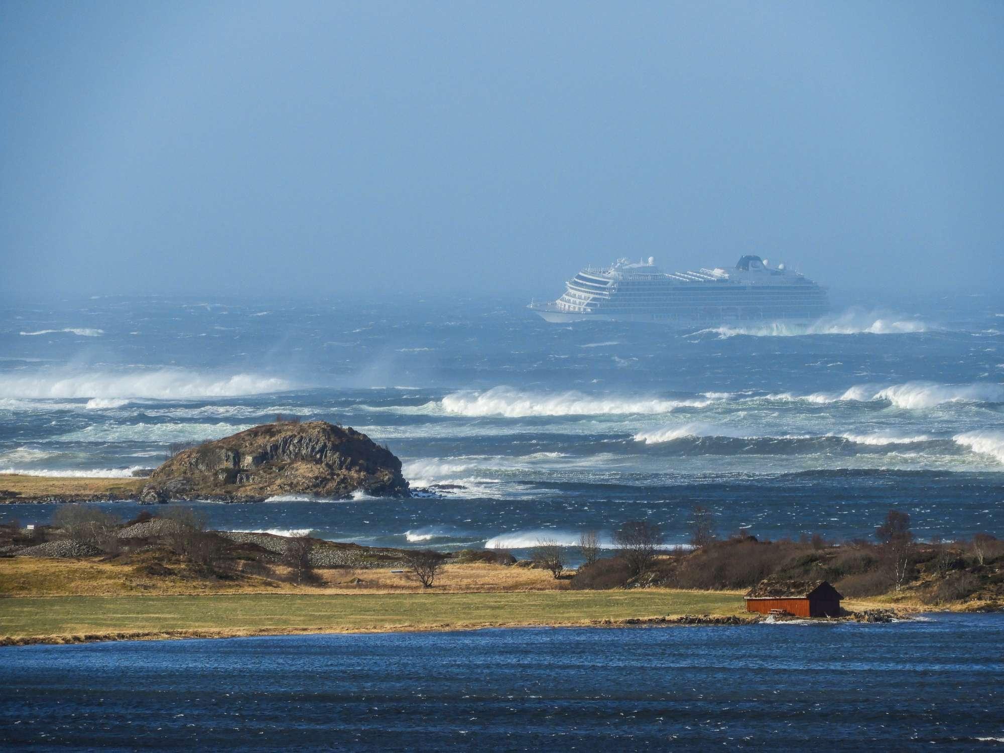 Norvegia, la nave da crociera Viking Sky in avaria