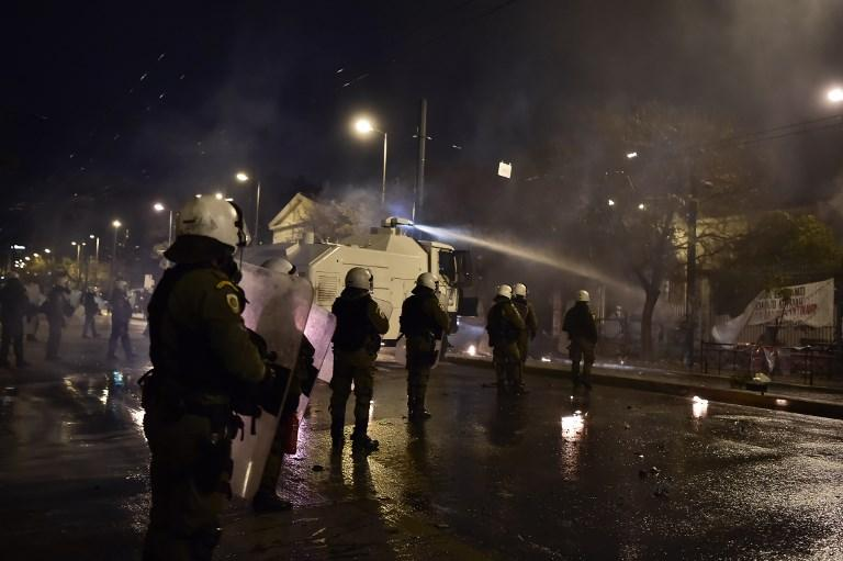 Atene, scontri tra polizia e anarchici