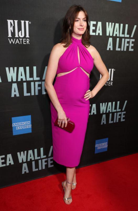 Il pancione di Anne Hathaway lievita