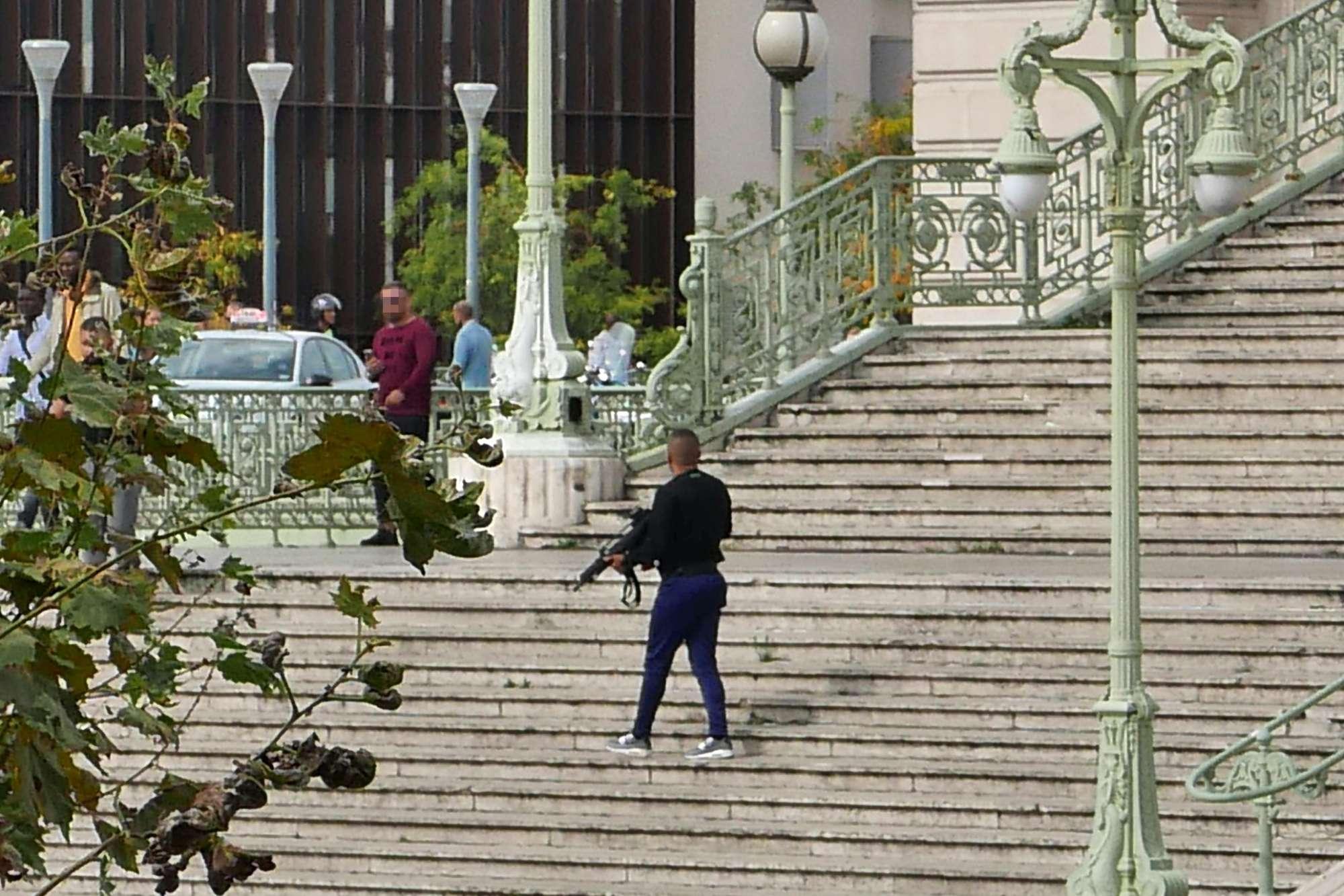Marsiglia, accoltella a morte due donne: ucciso dalla polizia