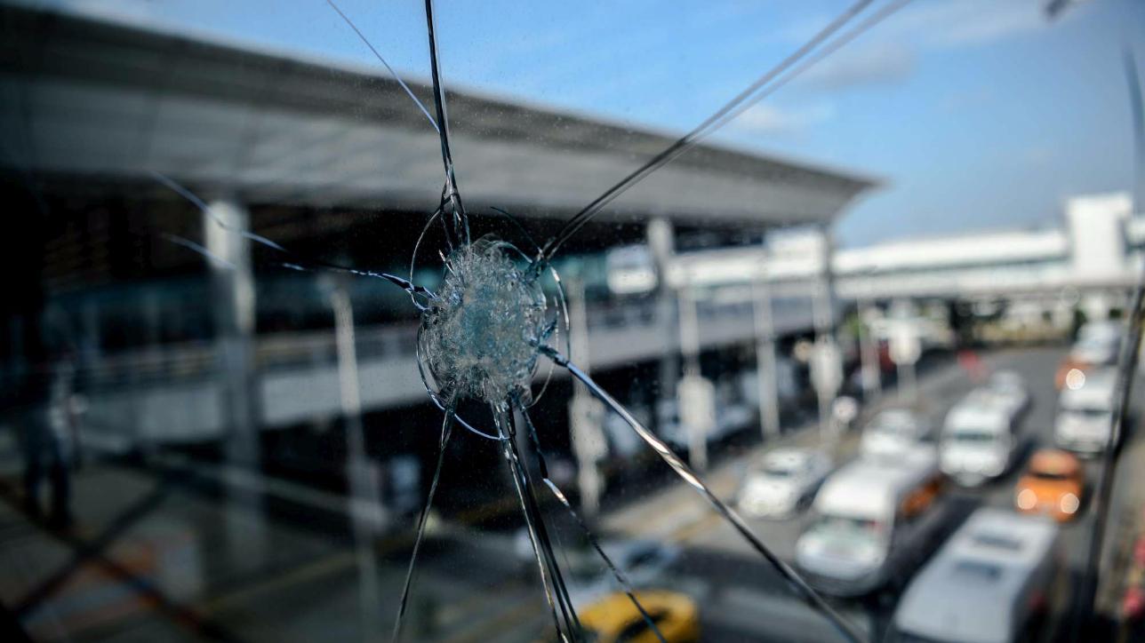 Istanbul, riaperto l'aeroporto dopo la strage