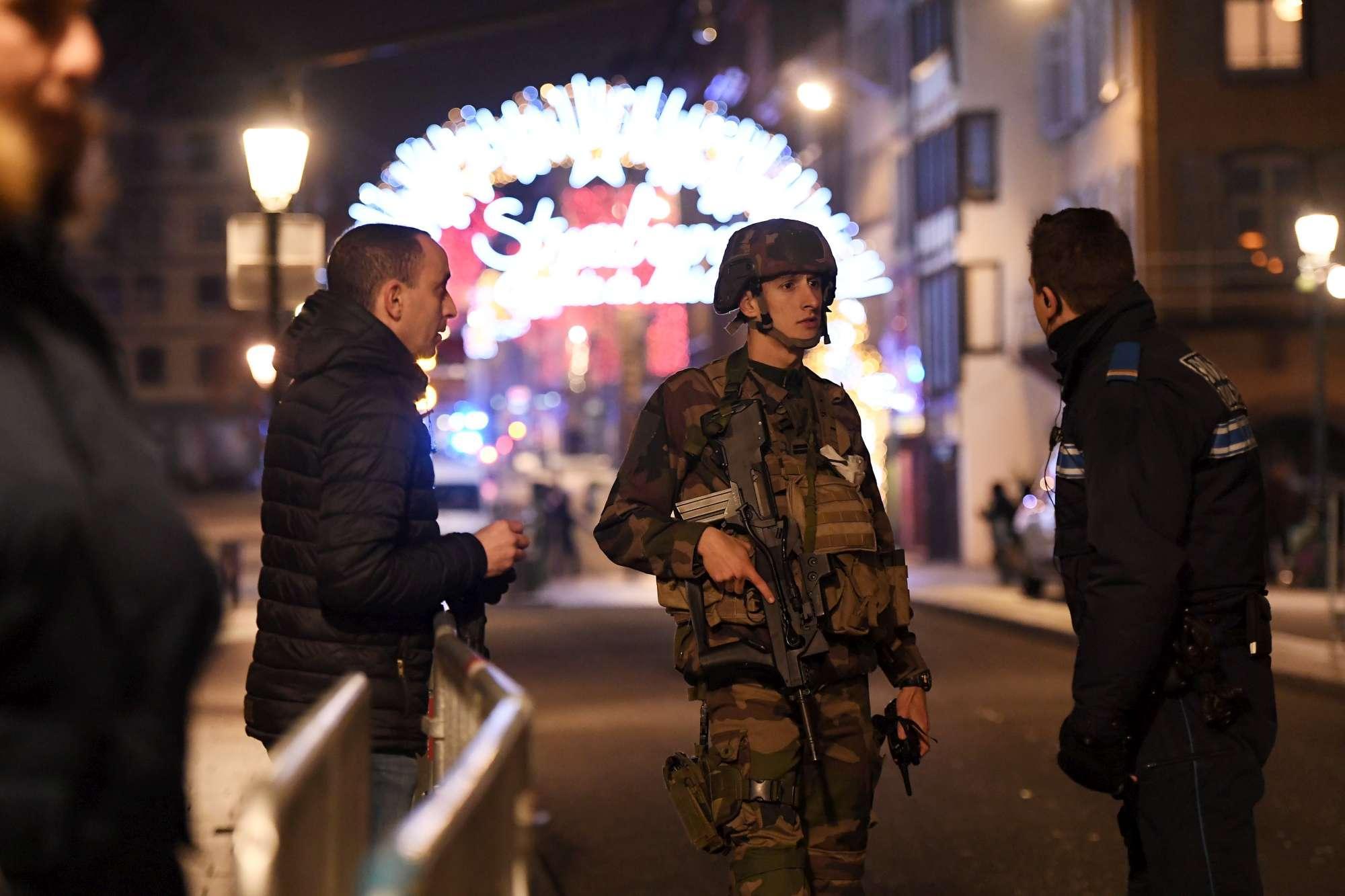 Spari al mercatino di Natale a Strasburgo: polizia ed esercito in azione