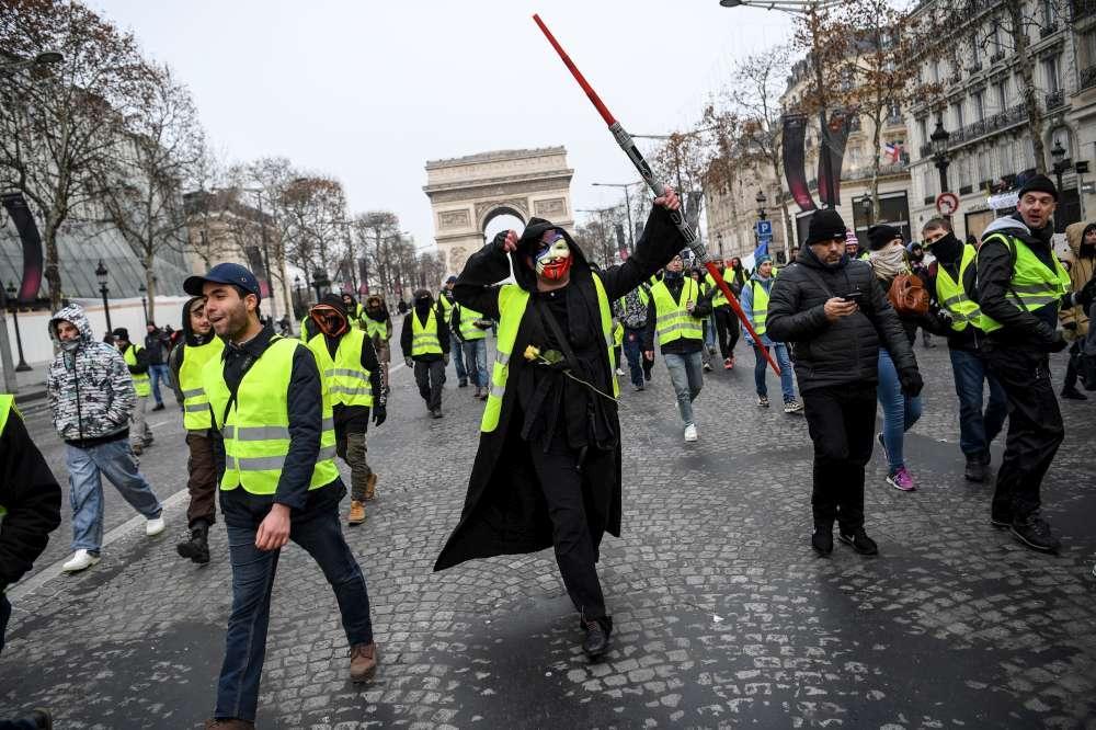 Gilet gialli, ancora cortei a Parigi