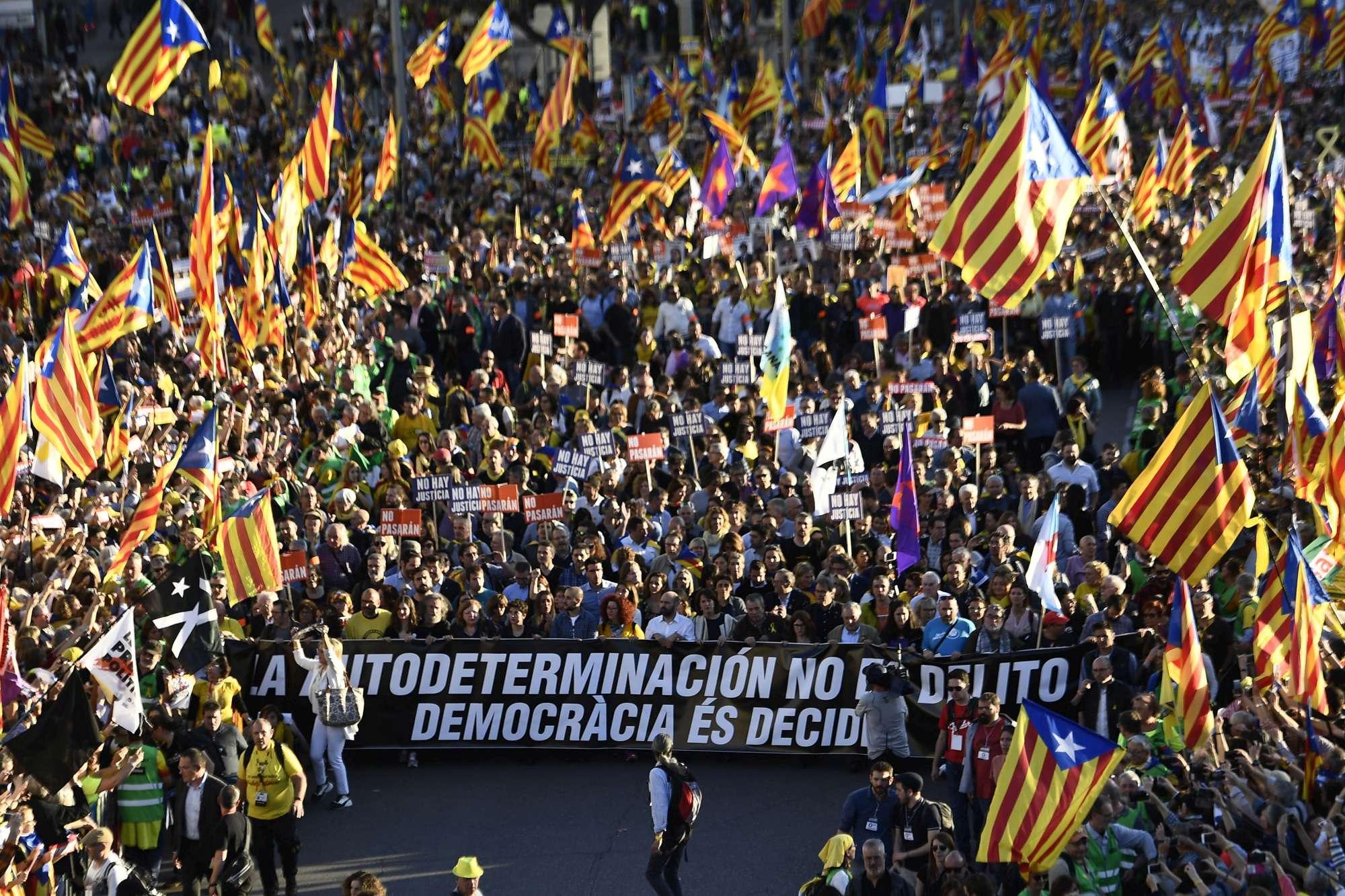 Catalogna, a Madrid migliaia di indipendentisti in marcia