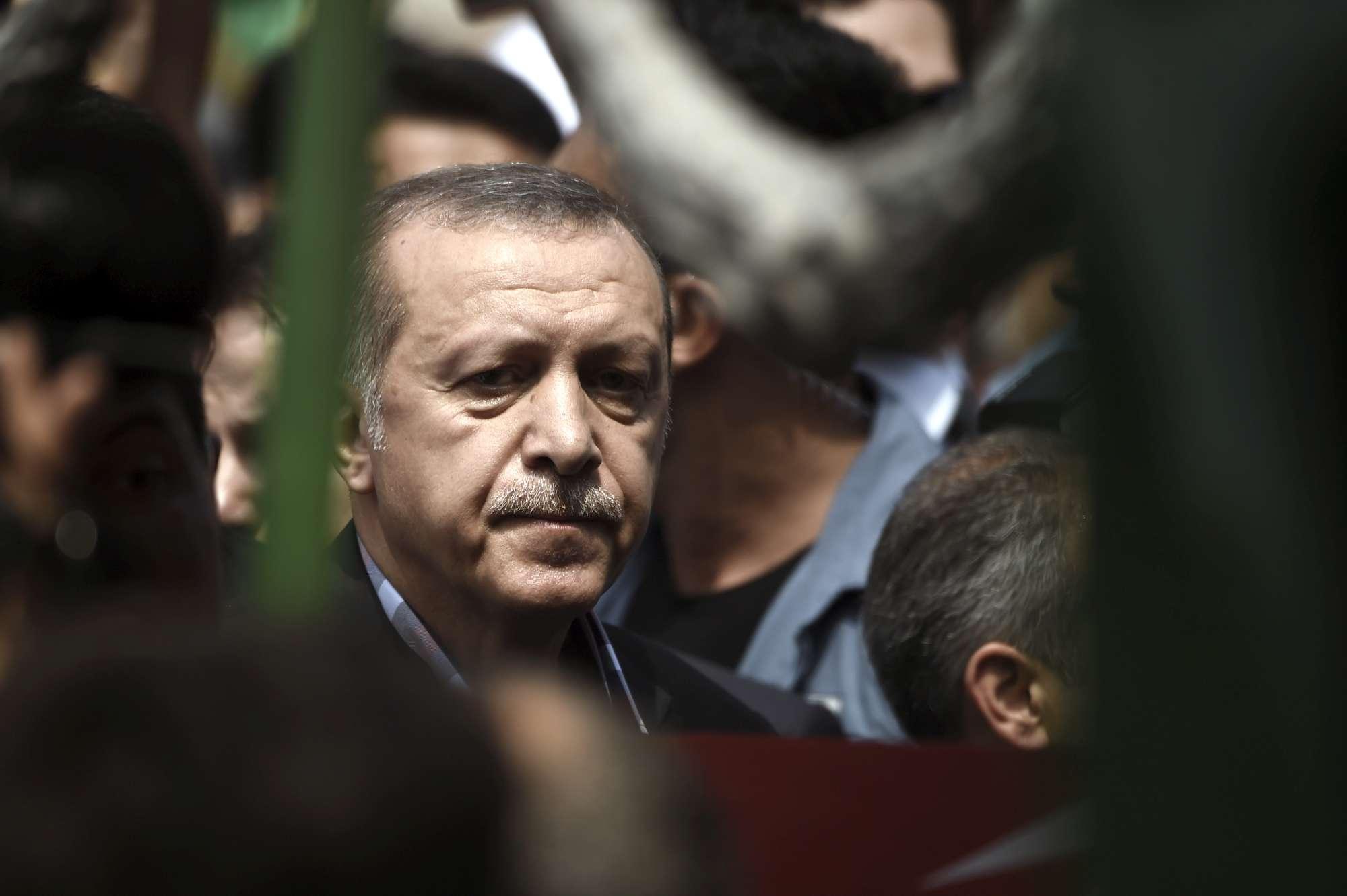 Turchia, Erdogan ai funerali delle vittime del golpe fallito
