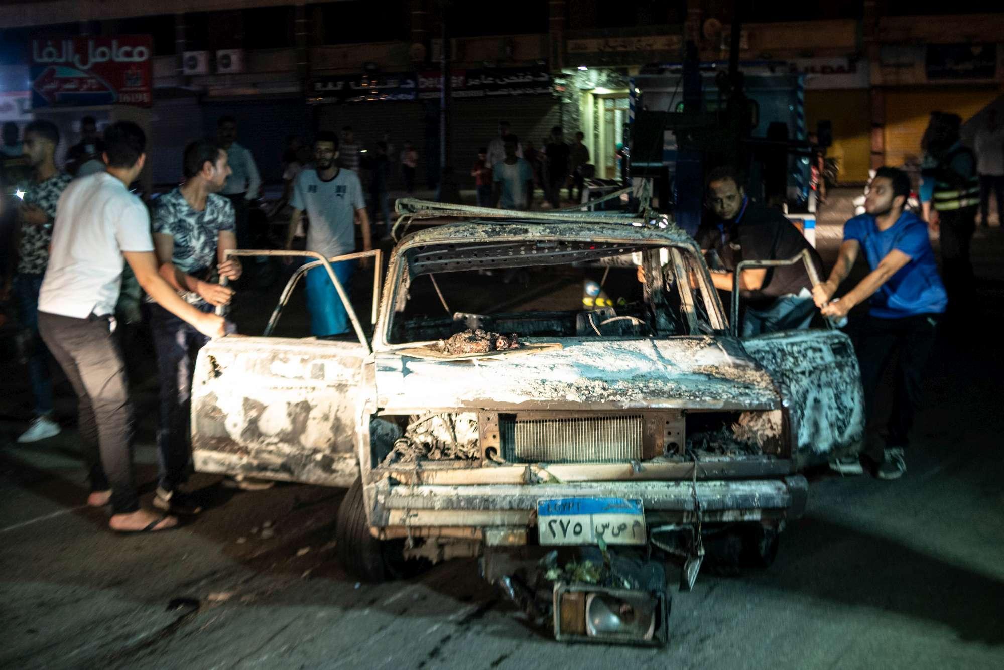 Egitto: auto provoca esplosione in ospedale al Cairo, almeno 17 morti