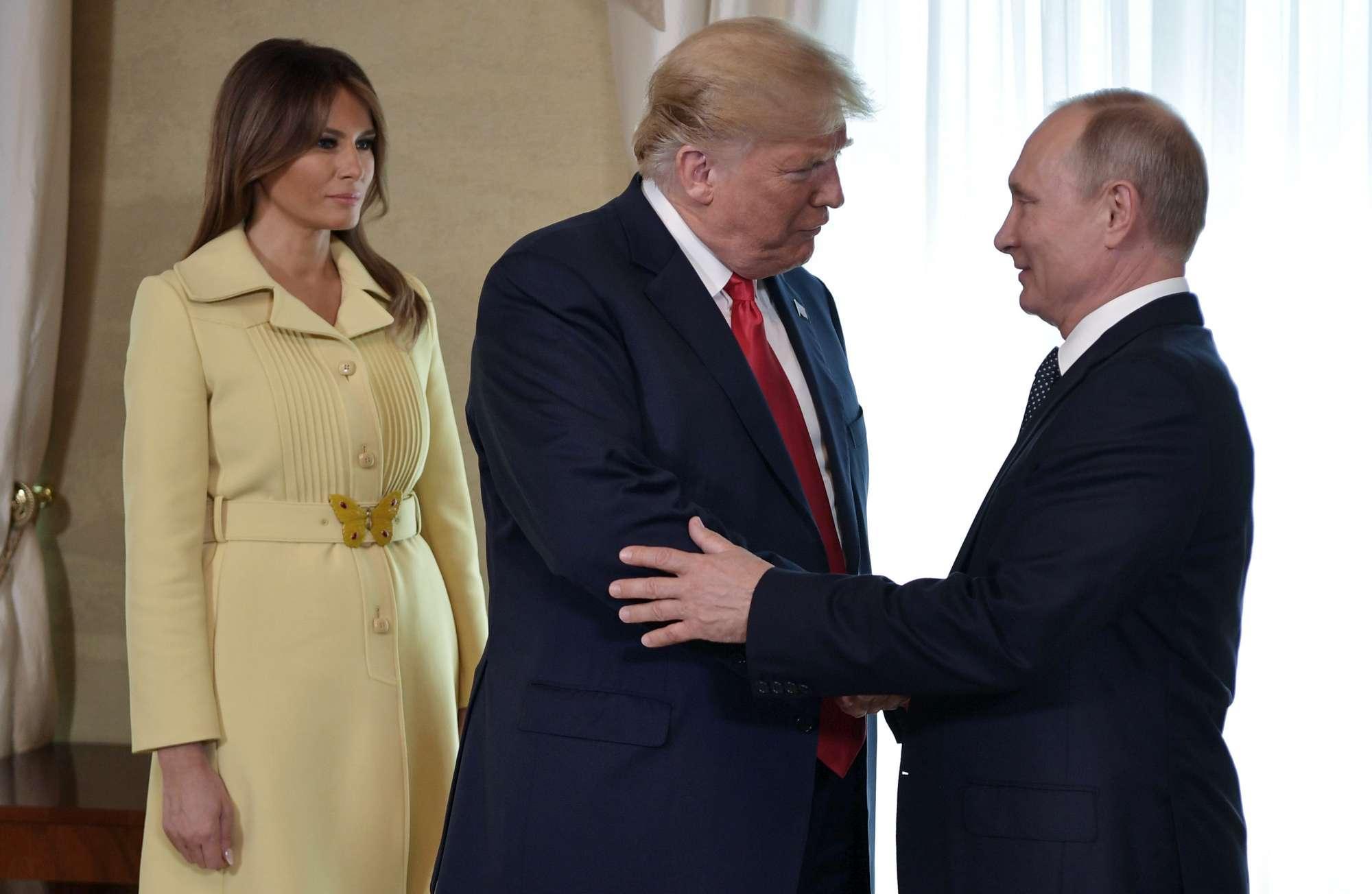 Trump-Putin, stretta di mano a Helsinki